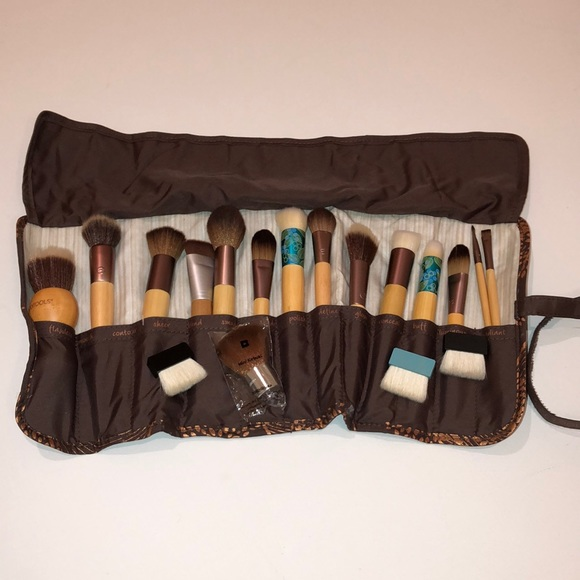 ecotools Other - EcoTools and more brushes!